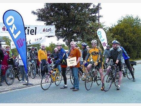 Auf das Startsignal warteten die Radfahrer der 50-Kilometer-Strecke.