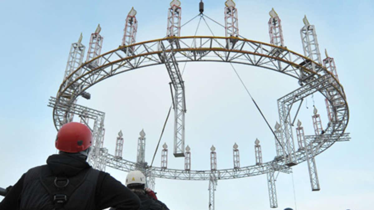 Riesen adventskranz ber l neburg weihnachten for Erfinder der sms