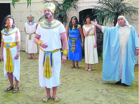 So sieht das auf der Freilichtbühne Daverden aus, wenn der große Pharao Ptolemäus Einzug hält.
