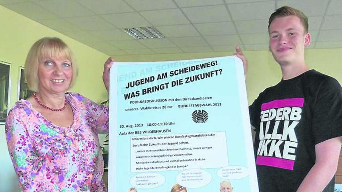 Bitte Platz nehmen: Birte Koch und Ulrike Kränkel (v.l.) laden zum ...