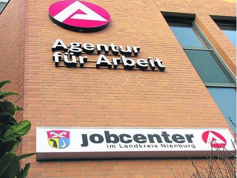 Das Jobcenter im Gebäude der Agentur für Arbeit in Nienburg sieht sich schwerer Vorwürfe eines Hartz-IV-Empfängers aus dem Landkreis Nienburg ausgesetzt. Er beklagt Datenschutz-Verstöße, die seinen Ruf geschädigt hätten. ·