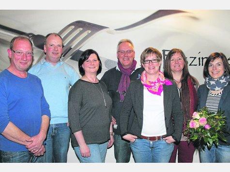 Der Vorstand des Schulfördervereins: (von links) Bernd Brümmer, Harald Stellmann, Angela Fischer, Dr. Dirk Aue, Kirsten Brünjes und Stephanie Tölle. Es fehlen Manuela Brauner und Anne-Katrin Schwarze. Britta Seidenschwarz (rechts) kandidierte nicht wieder. ·