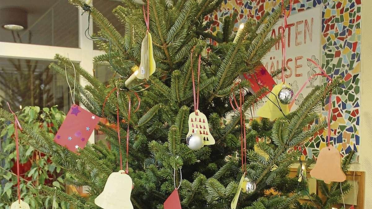 kindergarten stellt wunschbaum auf geschenke f r wohngruppe berflieger bruchhausen vilsen. Black Bedroom Furniture Sets. Home Design Ideas