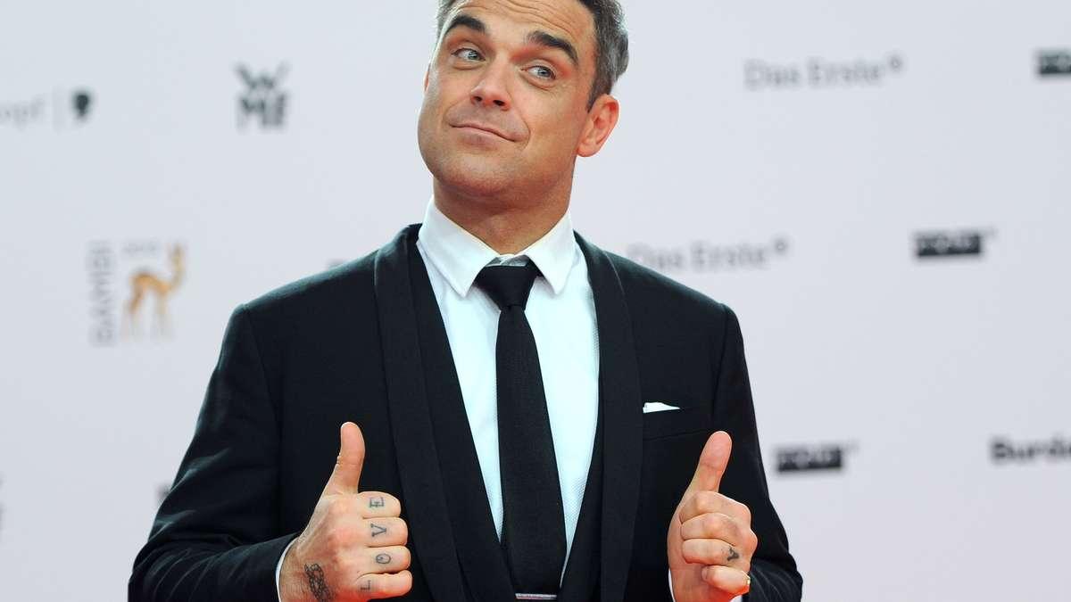 Robbie williams bekommt ber facebook ein jobangebot von for Mercedes benz germany careers