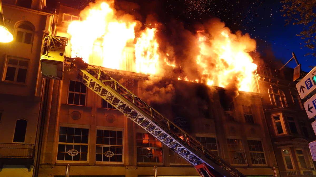 bremen feuer in viergeschossigem geb udekomplex bilder