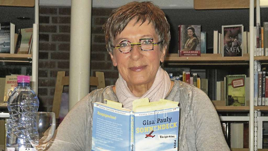 Gisa Pauly in der Rotenburger Stadtbibliothek.