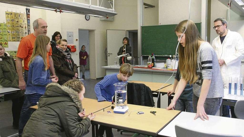 Im Chemielabor stand Rotkohl im Mittelpunkt.