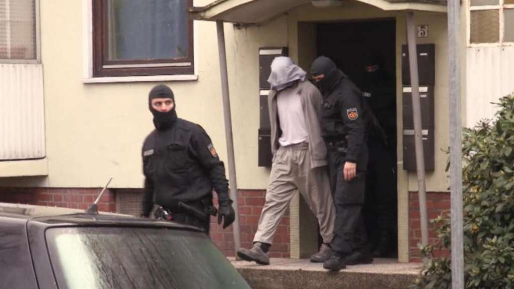 polizei gro einsatz wegen streit unter salafisten in. Black Bedroom Furniture Sets. Home Design Ideas
