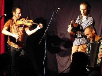 """Die """"Zingaros""""-Mitglieder David Macchione, Alejandro Montero und Alexander Gárate (von links) spielten Zigeunermusik de luxe."""