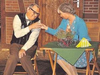 Sollte da etwa... im Seniorenheim so etwas wie eine Liebelei in Gang kommen? Warum eigentlich nicht.