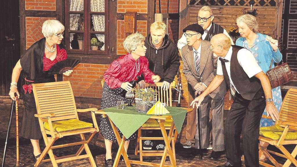Oha. Wenn sich die Seniorengang und der Bankräuber zusammentun, sollten sich die wahren Missetäter auf etwas gefasst machen. Und die Zuschauer auch. Es ist nämlich mit noch stärker gesteigertem Vergnügen zu rechnen. - Fotos: Bruns