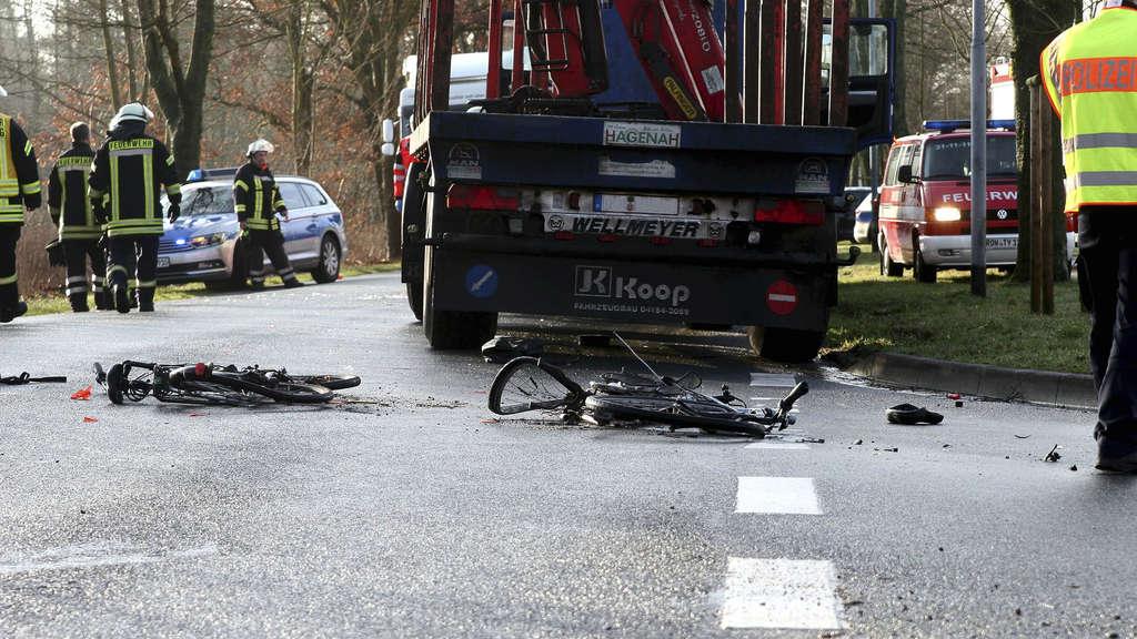 Radfahrer stirbt nach Unfall mit Lastwagen