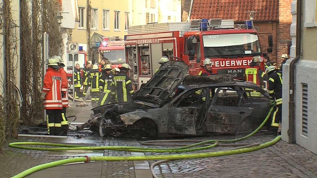 Verden: Mann fährt mit Auto ins Rathaus und löst Brand aus