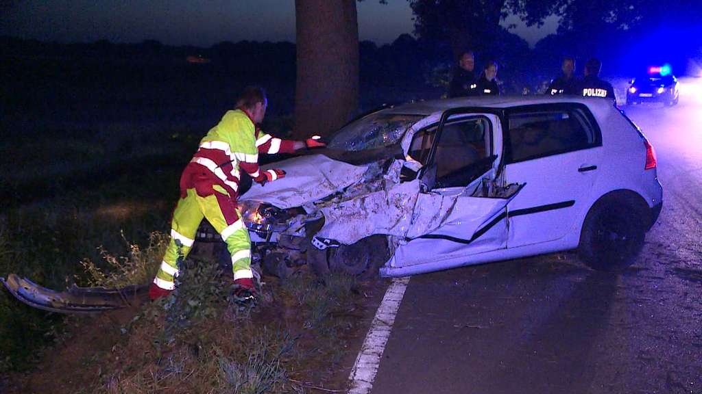 Sieben Jugendliche bei Autounfall in Edewecht verletzt
