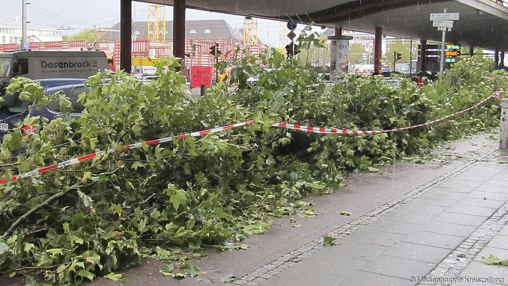 Sturm Xavier wütet über Leipzig: Zugverkehr eingestellt!