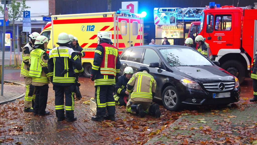 Unfall in Delmenhorst: Radfahrerin eingeklemmt und schwer verletzt