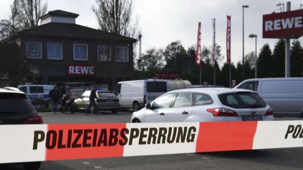 20-Jähriger erstochen: Tödliche Messerstecherei vor Bremer Dönerladen - Polizei fahndet mit Fotos