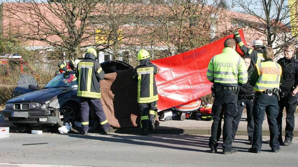 Achim (Landkreis Verden) Crash mit Bus - Autofahrer tot