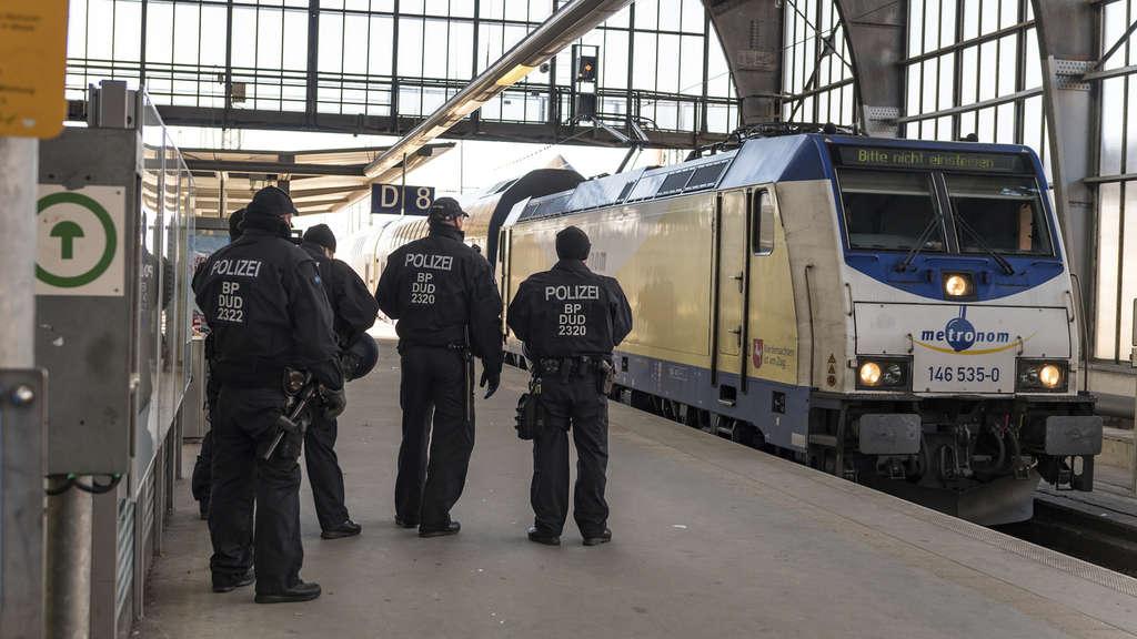 Hansa Rostock vergibt Führung - Fans randalieren AKTUALISIERT