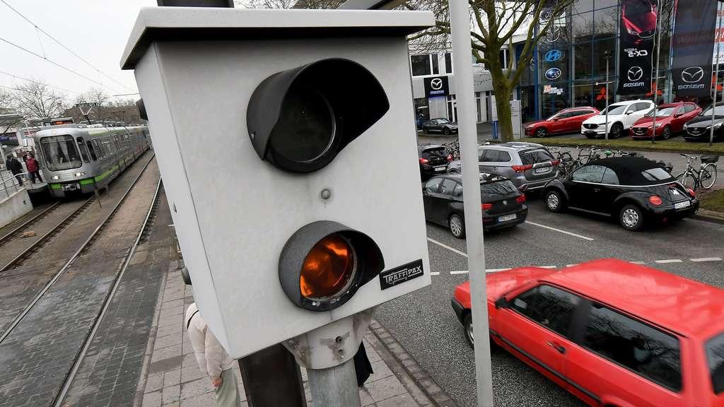 Keine Zulassung: Düsseldorf schaltet acht Ampel-Blitzer ab