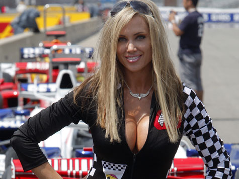 Am Rande der Formel-1-Rennen geht es ganz schön sexy zu. Ob uniformierte Grid Girls von Veranstaltern und Sponsoren oder einzelne Boxenluder in knappen Outfits: Die Damen zeigen neben den Rennstrecken ihre heißen Profile. Klicken Sie sich hier durch die PS-Schönheiten dervergangenen Formel-1-Jahre.