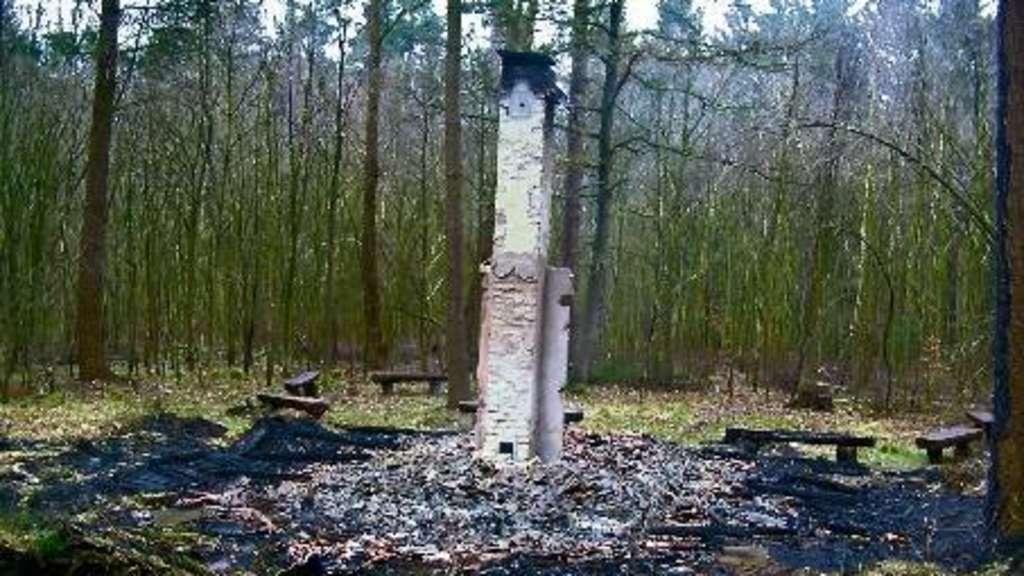 fledermaush tte brennt komplett ab landkreis oldenburg. Black Bedroom Furniture Sets. Home Design Ideas