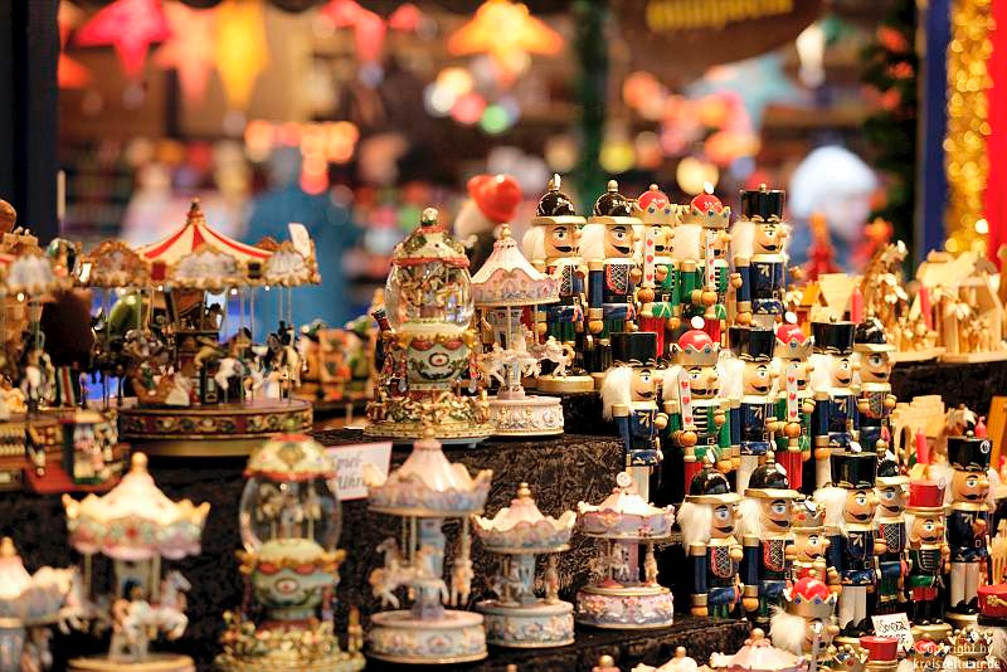 Hamburger Weihnachtsmarkt.Der Hamburger Weihnachtsmarkt Vor Dem Rathaus Ist Vom 21 November