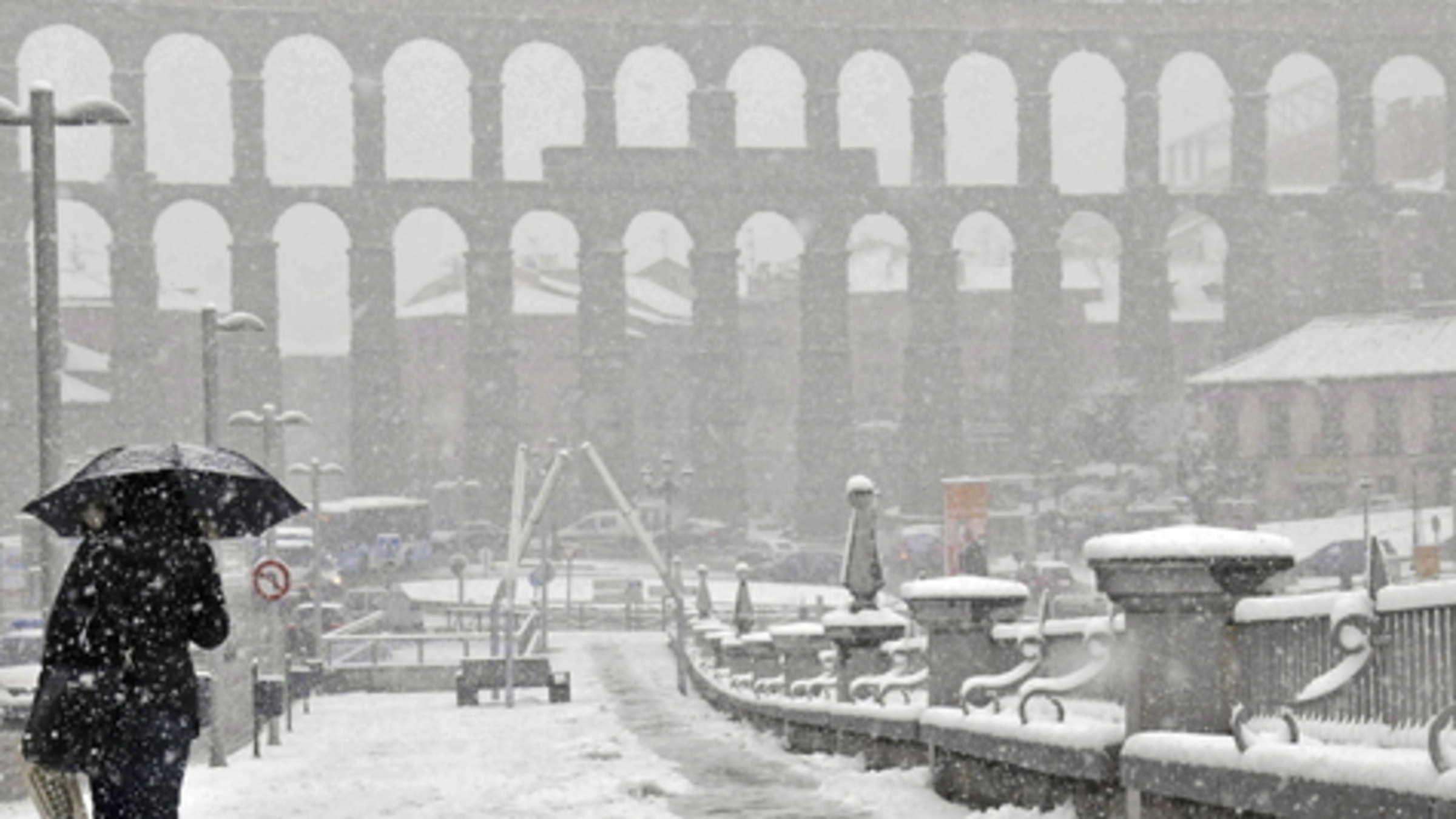 Wintereinbruch Mit Schnee Und Regen In Spanien Reisen