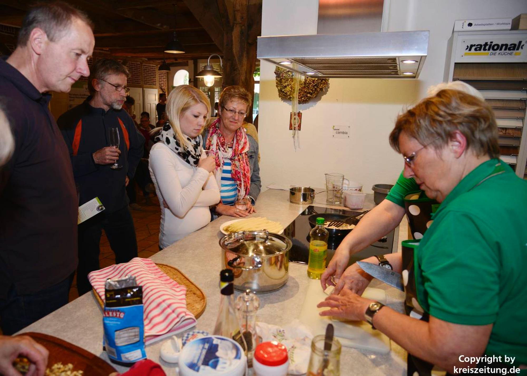 Mehr als 50 Gäste bei der vegetarischen Kochshow der Gesund-Region ...