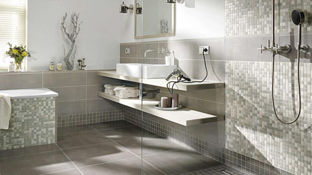bauherren jeglichen alters setzen auf bodenebene duschen wohnen. Black Bedroom Furniture Sets. Home Design Ideas