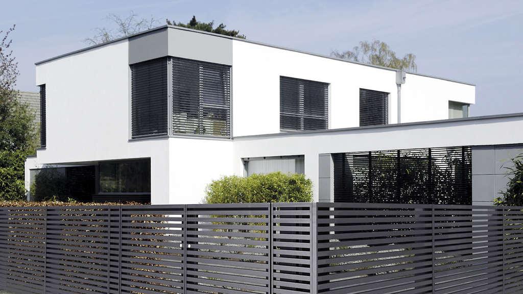 Aluminiumz une sind in vielen farben erh ltlich wohnen for Modernes haus zaun