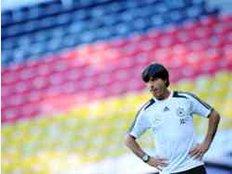 Bundestrainer Joachim Löw hat sich festgelegt, mit welchen Spielern er in die Fußball-WM 2014 starten wird.