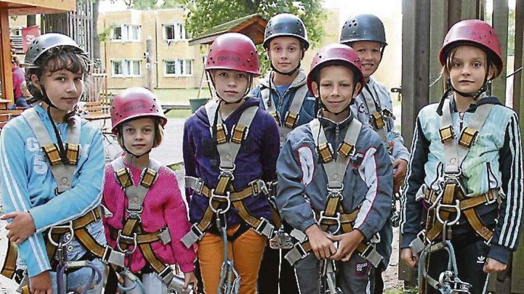 Welcher Klettergurt Für Kinder : 18 kinder aus tschernobyl im kletterpark ferienaktion der