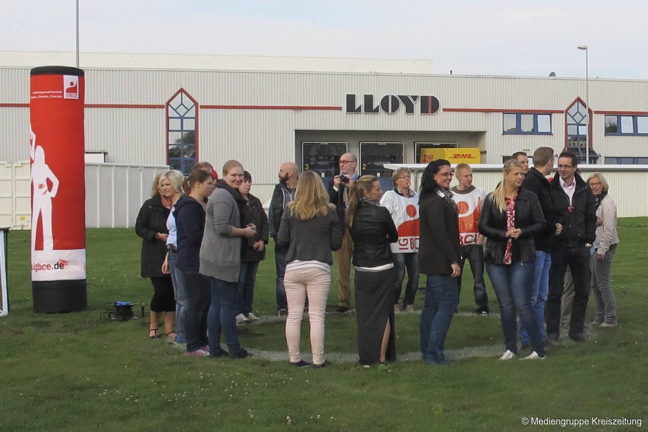 best cheap bee31 e86cf Warnstreik auf dem Betriebsgelände von Lloyd Shoes an der ...