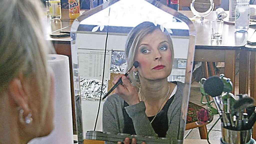 stedorfer laienschauspieler schminken sich im maskenbildner workshop d rverden. Black Bedroom Furniture Sets. Home Design Ideas