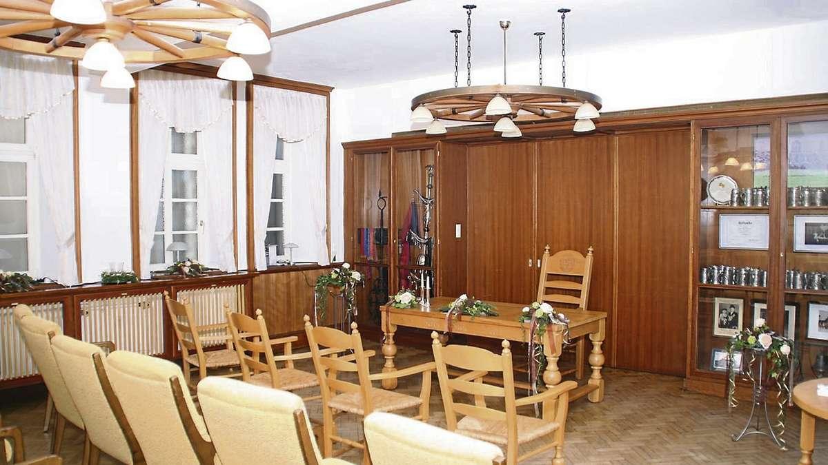 helles holz moderne vorh nge und tageslicht f r raum im rathaus wildeshausen. Black Bedroom Furniture Sets. Home Design Ideas