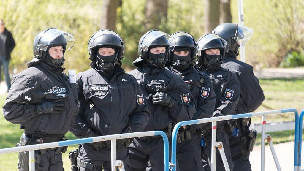straenkmpfe im schatten des weserstadions - Polizei Bremen Bewerbung