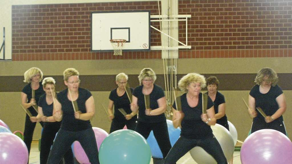 """Drums alive"": Die Fitnessdamen des TSV Varrel in Aktion."