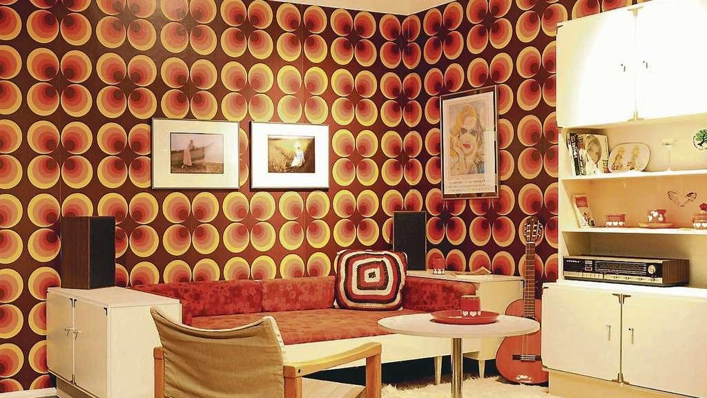 ausstellung im landesmuseum macht die 70er jahre lebendig. Black Bedroom Furniture Sets. Home Design Ideas
