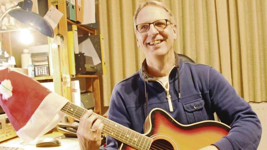 Vorgespielt: Musikexperte Bobby Meyer bewertet Weihnachtslieder von ...