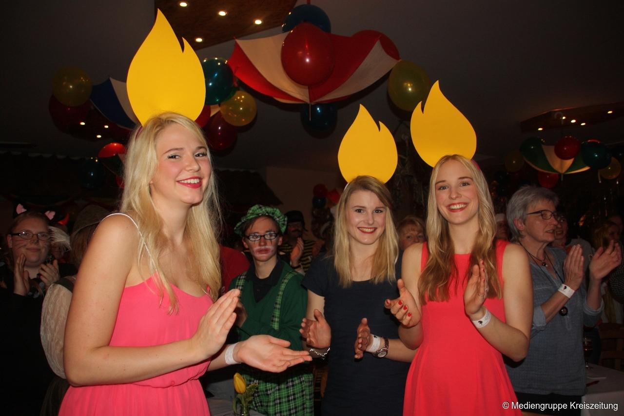 Grandiose Kostüme und ideenreiches Programm beim Kappenfest in Varl ...