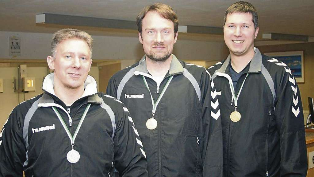 Ein Trio unter sich: Bei den Herren gingen die Medaillen an den SV Bassum von 1848 mit (von links) Denis Rother (Silber), Thomas Hoppe (Gold) und Florian Poggenburg (Bronze).