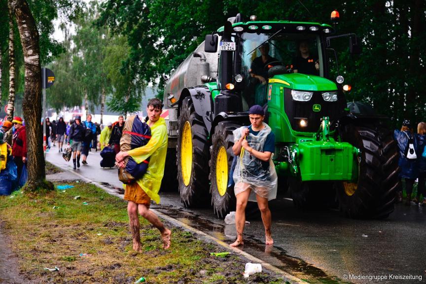 https://www.kreiszeitung.de/bilder/2016/06/25/6518886/729913754-hurricane-festival-schlamm-regen-gewitter-abreise-zelt-scheessel-NFa7.jpg