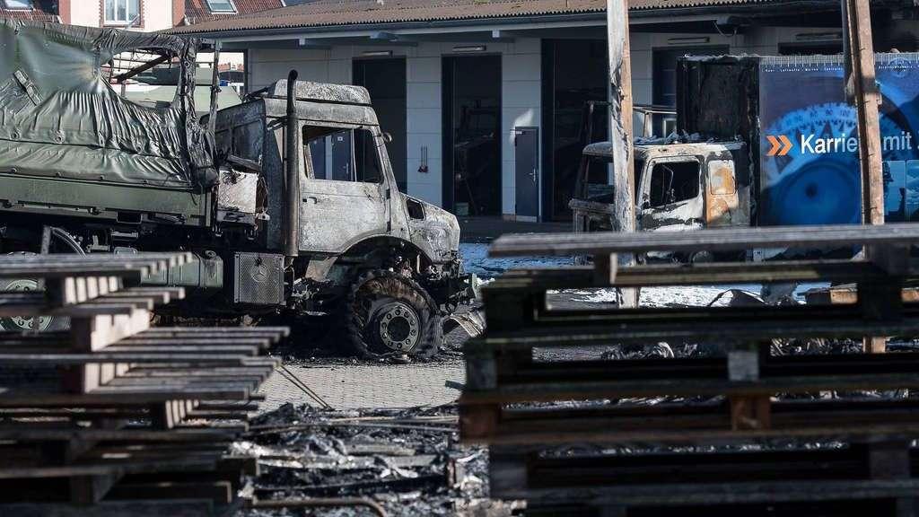 brand von 18 bundeswehr fahrzeugen in hemelingen polizei geht von brandstiftung aus bremen. Black Bedroom Furniture Sets. Home Design Ideas