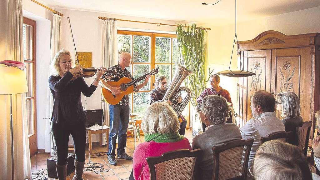 Die Band Skupa In Der Besetzung Birgit Hoffmann Violine Hendrik Jrg Gitarre
