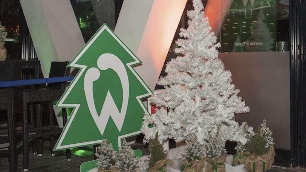 Das Tannenbaum.Werder Bremen Mit Weihnachtlichem Tannenbaum Trikot Im Spiel Gegen