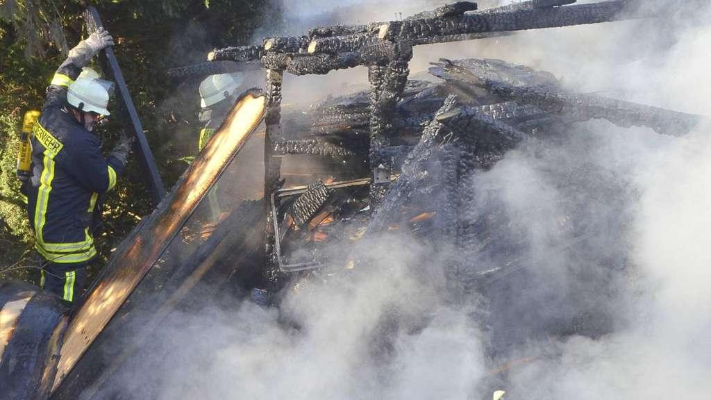 Großenkneten - Mülltonne brennt – Flammen erfassen Schuppen ...