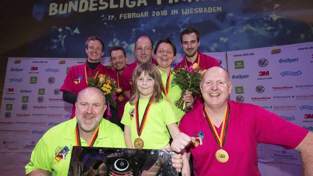 So sehen Sieger aus: Das Team um Coach Andreas Hehenberger holte sich am Wochenende den Meistertitel in der Halle. J Foto: Grünefeld