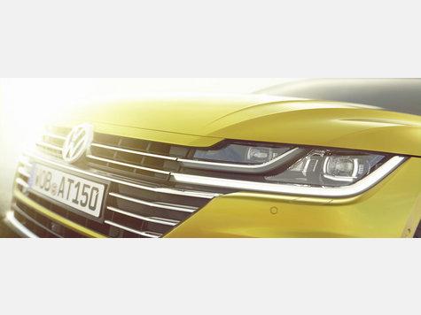 Die ersten Fotos vom neuen VW Arteon sind da. Zu den wichtigsten Designelementen gehört laut Volkswagen die neue Frontpartie.