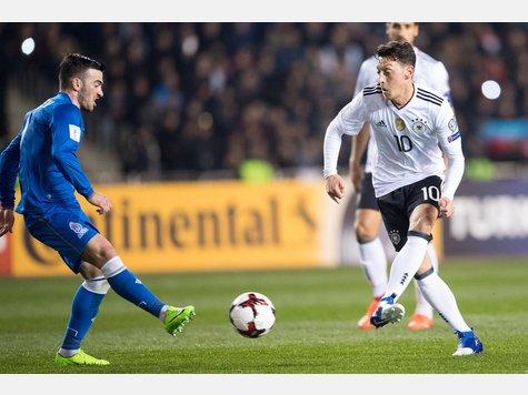 Mit einer guten Leistung erfüllte das DFB-Team die Pflichtaufgabe gegen Aserbaidschan und bleibt somit in der WM-Qualifikation ungeschlagen. Überragender Mann war der Dortmunder Andre Schürrle, der mit zwei Treffern zum Matchwinner avancierte.